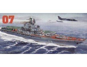 TRUMPETER 05207 MINSK KIEV USSR AIRCRAFT CARRIER Modellino