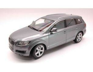 Welly WE3687 AUDI Q 7 2006 SILVER 1:18 Modellino