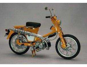 Ebbro EB10025 HONDA HUNTER CUB C105H 1963 YELLOW 1:10 Modellino