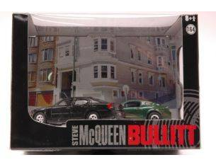 Greenlight GREEN56050 MUSTANG GT BULLIT 2008 & DODGE CHARGER SRT8 2008 DIORAMA 1:64 Modellino