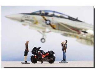 Century Wings 670457 SET FIGURES DONNA+UOMO+MOTO 1/144 Modellino