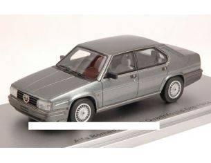 Kess Model KS43000190 ALFA ROMEO ALFA 90 QUADRIFOGLIO ORO 1984 GRIGIO NEUTRO MET.1:43 Modellino