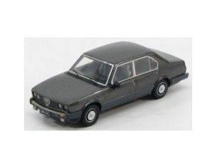Kess Model KS43000011 ALFA ROMEO ALFETTA 2000 QUADRIFOGLIO ORO 1983 GRIGIO NUBE MET.1:43 Modellino