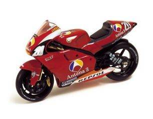 Ixo model RAB038 YAMAHA YZR500 ANTENA 3 GP 2002 1/24 Modellino