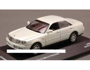 J-Collection JC02006WP NISSAN GLORIA ULTIMA-Z V PACKAGE 2001 WHITE PEARL 1:43 Modellino