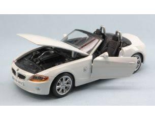 Bburago BU22002W BMW Z4 2002 WHITE 1:24 Modellino