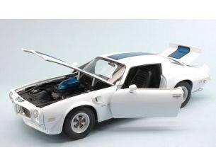 Welly WE2566W PONTIAC FIREBIRD TRANS AM 1972 WHITE W/BLUE STRIPES 1:18 Modellino