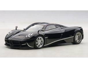 Auto Art / Gateway AA58209 PAGANI HUAYRA 2012 BLACK W/SILVER STRIPRES 1:43 Modellino