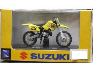 New Ray NY06146 SUZUKI RM 125 1:32 Modellino
