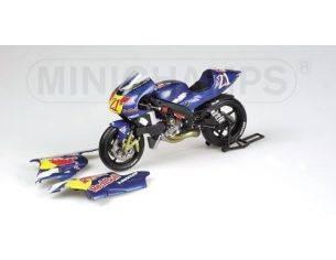 MINICHAMPS 122026321 YAMAHA YZR 500 J. HOPKINS MOTOGP 2002 Modellino