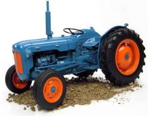 Universal Hobbies UH2897 TRATTORE FORDSON DEXTA 1958 1:16 Modellino
