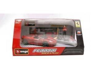 Bburago BU44020F16R FERRARI 16M SCUDERIA SPIDER RED IN SCAT.C/ACCESSORI 1:32 Modellino