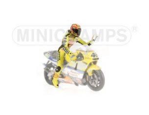 MINICHAMPS 312010046 PILOTA VALENTINO ROSSI WORLD CHAMPION 2001 Modellino