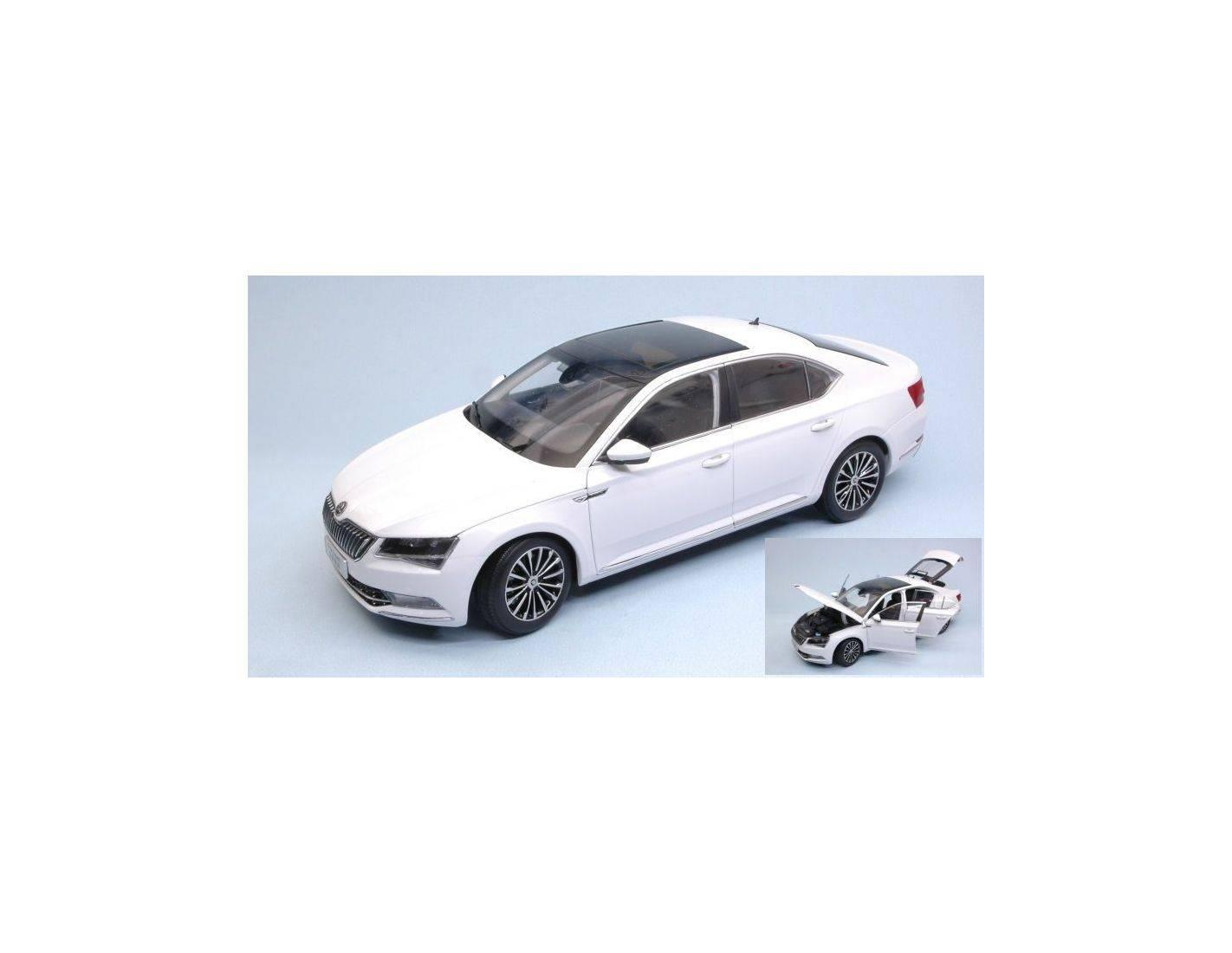 Abrex AB18035SE SKODA SUPERB III 2015 WHITE 1:18 Modellino