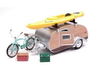 Greenlight GREEN18430A ROULOTTE TEAR DROP TRAILER 1947 W/KAJAK & BICYCLE 1:24 Modellino
