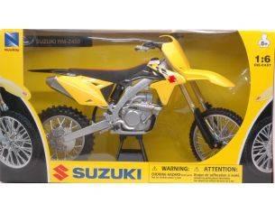 New Ray NY49473 SUZUKI RMZ450 1:6 Modellino