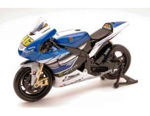New Ray 57583 YAMAHA VALENTINO ROSSI 2013 N.46 MOTO GP 1:12 Modellino